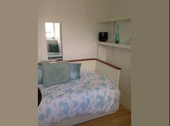 EasyRoommate UK -  Spacious single room - Enfield, London - £500