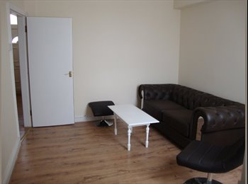 EasyRoommate UK - Three Double Rooms to rent in refurbished property - Stoke, Coventry - £300