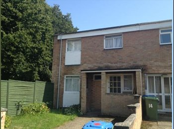 EasyRoommate UK - DOUBLE BEDROOM AVAILABLE IN SHARED HOUSE - Lordshill, Southampton - £325