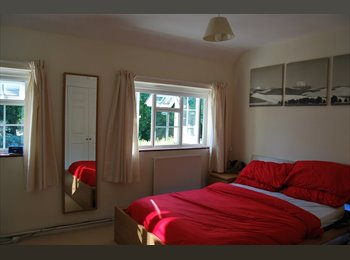 EasyRoommate UK - Large Double Funished Room in a Large house - Guildford Park, Guildford - £575