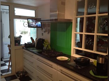 EasyRoommate UK - FANTASTIC HOUSE SHARE. PRIME LOCATION IN PLYMPTON - Plympton, Plymouth - £400