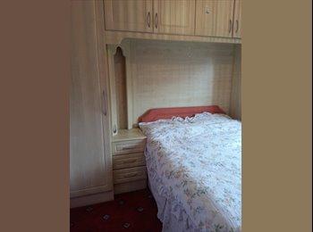 EasyRoommate UK - Double bedroom in Harlingto.FREE BUSES TO HEATHROW - Hayes, London - £600