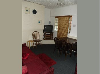 EasyRoommate UK - 2 Single Rooms in 4 Bedroom shared house - Newcastle-under-Lyme, Newcastle under Lyme - £260