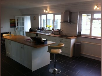 EasyRoommate UK - Peaceful Residence Close to Cardiff Semi Rural - St George's, Cardiff - £520