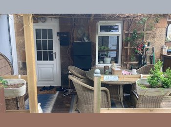 EasyRoommate UK - Bedroom and study room available(2rooms) - Cardonald, Glasgow - £450