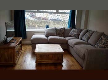EasyRoommate UK - Lovely Furnished Double Room - Warmley, Bristol - £450