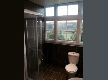 EasyRoommate UK - Newly furnished and decorated double rooms - Stonehouse, Plymouth - £390