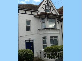 EasyRoommate UK - Heart of Bexhill - V. Large double room - Hastings, Hastings - £520