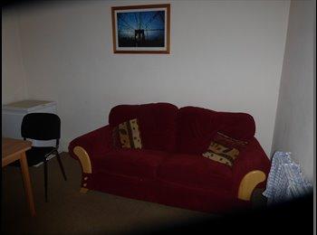 EasyRoommate UK - HAMPTON VILLAGE HOUSE - Hampton, London - £470
