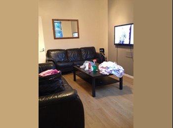 EasyRoommate UK - Spacious double bedroom available in 6 bedroom hou - Sefton Park, Liverpool - £368