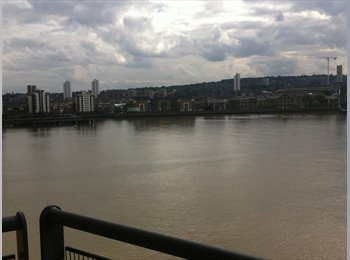 EasyRoommate UK - Amazing river view Ensuite Double bedroom near DLR - North Woolwich, London - £780