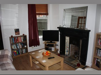 EasyRoommate UK - Double room available in lovely house in Harborne! - Harborne, Birmingham - £500