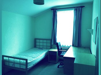 EasyRoommate UK - Rooms for rent in student house - Gillingham, Gillingham - £300