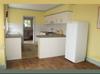 EasyRoommate UK - Rooms to let in a lovely end of terrace house - Grimsby, Grimsby - £368