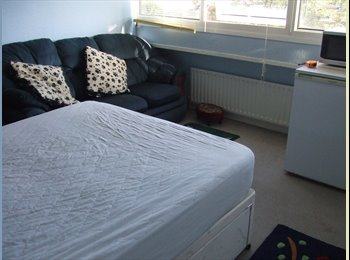 EasyRoommate UK - large double room - Great Linford, Milton Keynes - £347
