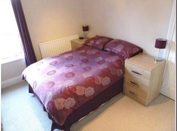 EasyRoommate UK - 1 Room in 2 Bed Victorian Terrace: Central Moseley, Birmingham - Moseley, Birmingham - £450