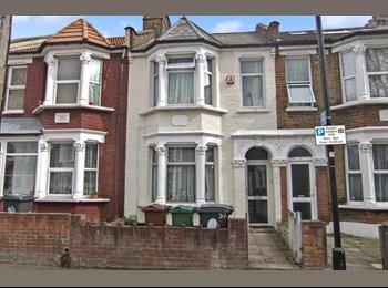 EasyRoommate UK - Spacious Ground Floor Master Bedroom - Ilford, London - £560
