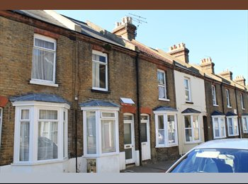 EasyRoommate UK - Single room in 4 bed student house, City center - Canterbury, Canterbury - £350