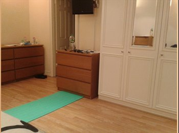 EasyRoommate UK - Very nice king size room with own bathroom - Poplar, London - £1084