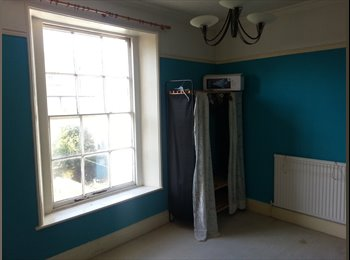 EasyRoommate UK - A large double room to rent in a central location - Gloucester Centre, Gloucester - £360