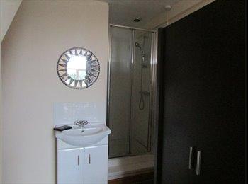 EasyRoommate UK - ONLY ONE Ensuite Room available - Cotteridge - Cotteridge, Birmingham - £265