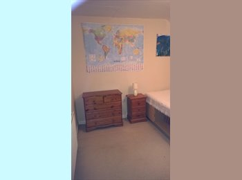 EasyRoommate UK - Double room offered in a family house. - Peacehaven, Lewes - £400