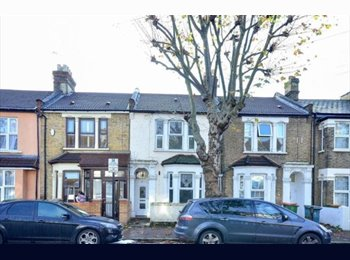 EasyRoommate UK - Large Female House, Close to Station & Amenities - East Ham, London - £400