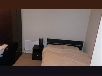 EasyRoommate UK - Lovely furnished double room near to hospital/town - Aylesbury, Aylesbury - £350
