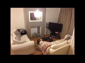 EasyRoommate UK - Furnished double bedroom for rent in Hemel - Gaddesden Row, Milton Keynes - £400