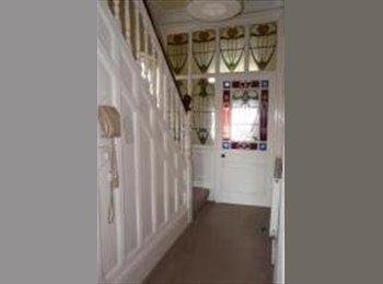 EasyRoommate UK - Great double room in sociable house share, Oakwood - Oakwood, Leeds - £450