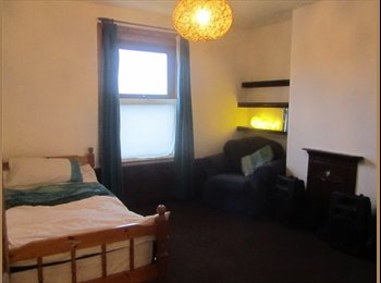 EasyRoommate UK - Double Room in Beautiful Village Home - Lyminge, Folkestone - £400