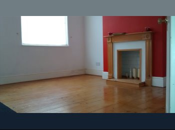 EasyRoommate UK - 3 Bed house to rent in Earlsdon - Earlsdon, Coventry - £300