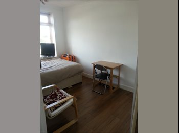 EasyRoommate UK - Double room in modern house close to bus stop and sea front - Peacehaven, Lewes - £490