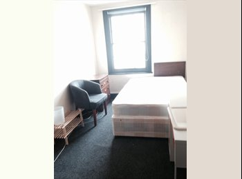 EasyRoommate UK - Student Room Canterbury 30Secs from TOWN!! - Canterbury, Canterbury - £420