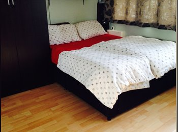 EasyRoommate UK - Double Room in Modern House -Portugal Road, Woking - Horsell, Woking - £620