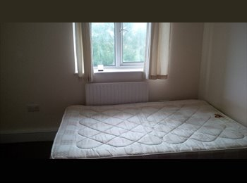 EasyRoommate UK - Large double room - in CATFORD/BELLINGHAM - Bromley, London - £550