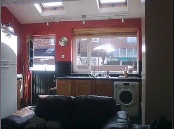 EasyRoommate UK - Double Room to rent / Eccles PeelGreen - Eccles, Salford - £300