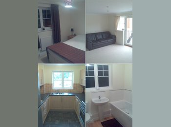 EasyRoommate UK - Double Room in 2 Bed Flat Purfleet (RM19) - Rainham, London - £450