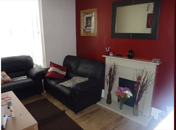 EasyRoommate UK - Centre Moseley Friendly proffessional Houseshare - Moseley, Birmingham - £375