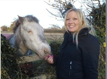 EasyRoommate UK - Rebecca - 34 - South Yorkshire