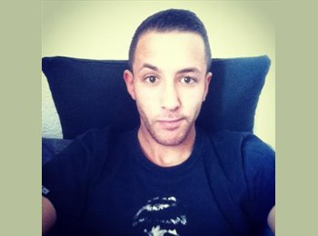 EasyRoommate UK - Florian - 21 - Brighton and Hove