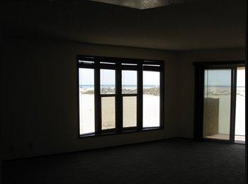 EasyRoommate US - 30x14 Room in Ocean Front Hollywood Beach Tri-plex - Oxnard, Ventura - Santa Barbara - $1700