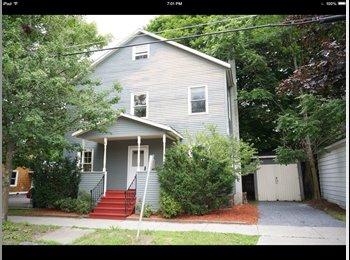 EasyRoommate US - 3 or 4 bedroom rental-downtown burlington - Burlington, Burlington - $725