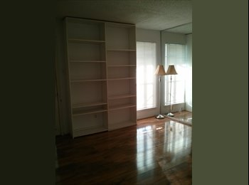 EasyRoommate US - 1 Bedroom/Private Bath and Balcony ~ ALL BILLS PAID - Oak Lawn, Dallas - $625