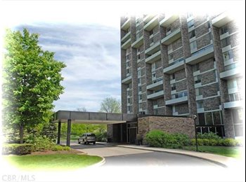 EasyRoommate US - Luxury Hi-Rise Condominium - Northwest Central, Columbus Area - $1850