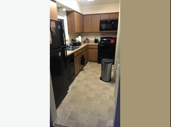EasyRoommate US - Lakeside townhome in the east end! Dec. to May! - Louisville, Louisville - $350