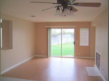 EasyRoommate US - ABSOLUTELY GORGEOUS HOME IN CORONA GATED COMMUNITY - Corona, Southeast California - $1800
