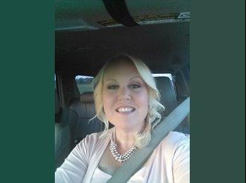 EasyRoommate US - Stephanie - 49 - Tulsa