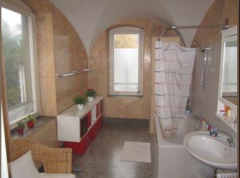 EasyWG AT - schönes, helles 30 m² 2 großes Zimmer  in 3er WG z - Bregenz, Bregenz - €700