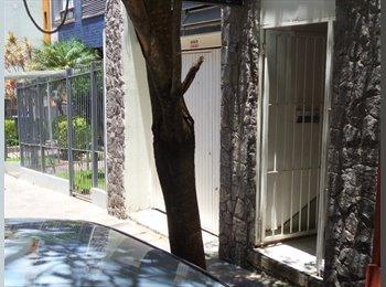 EasyQuarto BR - REPÚBLICA ESTUDANTIL - Centro, Porto Alegre - R$500